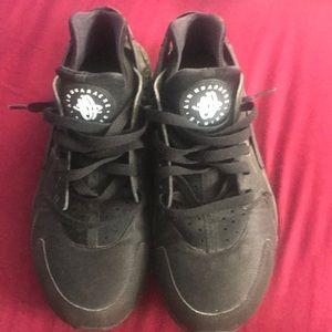 Men's Nike Huarache Triple Black Size 9